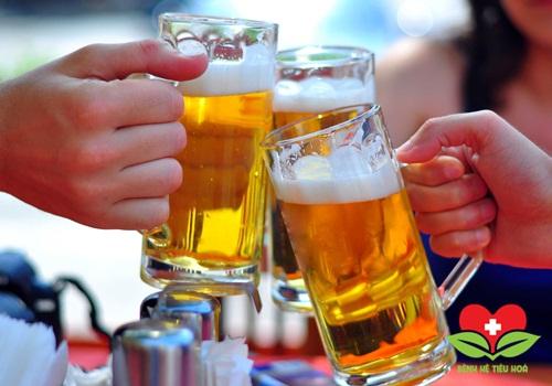 Người bệnh áp xe hậu môn không nên uống bia, rượi, các chất kích thích,...