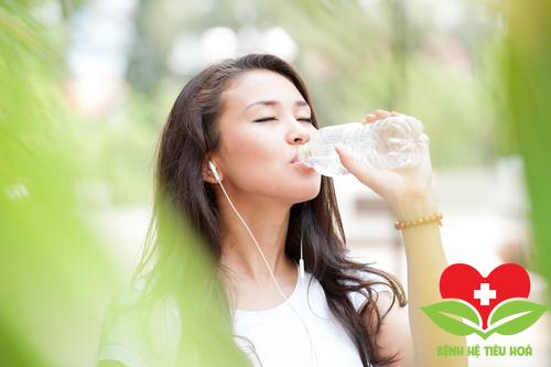 Uống nhiều nước mỗi ngày để giảm cân hiệu quả