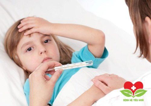 Bác sĩ chuyên khoa hướng dẫn cách chăm sóc người bị sốt đúng cách