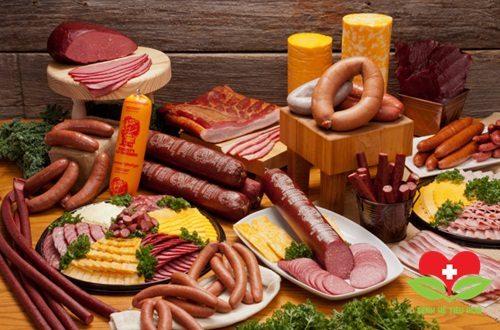 Thịt chế biến sẵn mang đến nhiều nguy cơ
