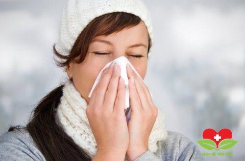 Bệnh nhân mắc viêm mũi dị ứng cũng nên giữ ấm vùng mũi của mình