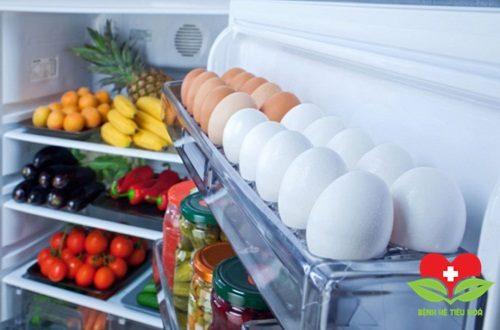Cho trứng ở cánh tủ lạnh