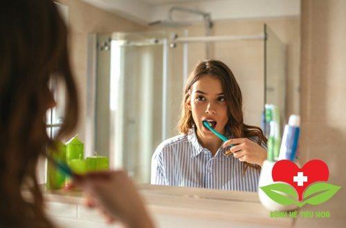 Phương pháp giảm bớt hiện tượng buồn nôn khi đánh răng